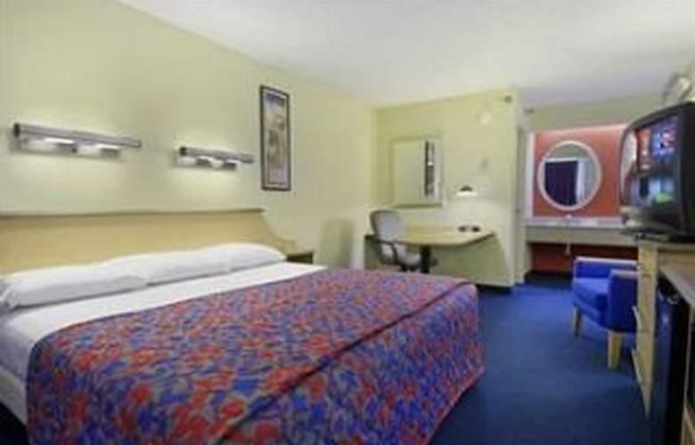 Red Roof Inn Tampa Brandon - Room - 3
