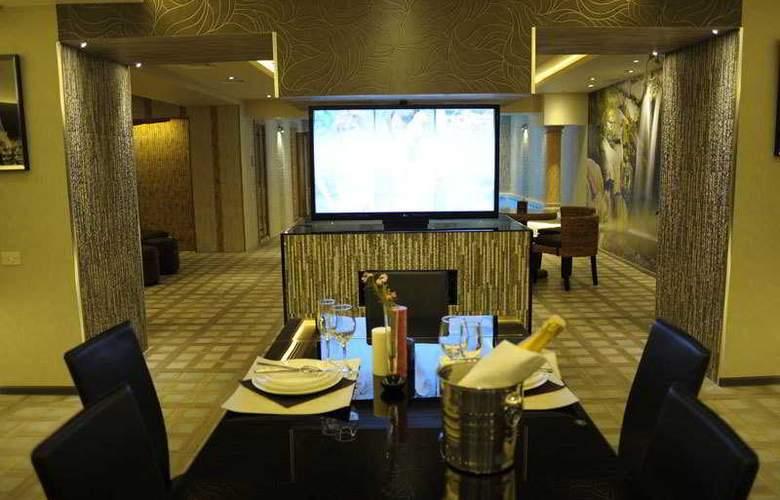 Nairi Hotel - Pool - 11