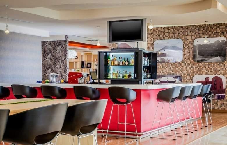 Fiesta Inn Monterrey Fundidora - Bar - 4