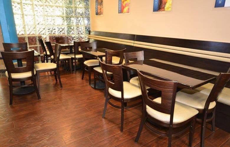 Best Western Plus Suites Hotel - Restaurant - 71
