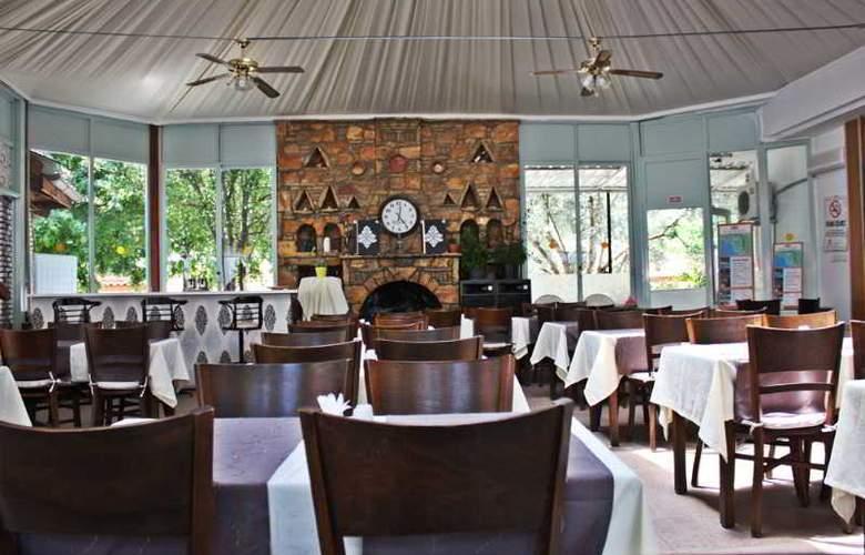 Majestic Hotel - Restaurant - 16