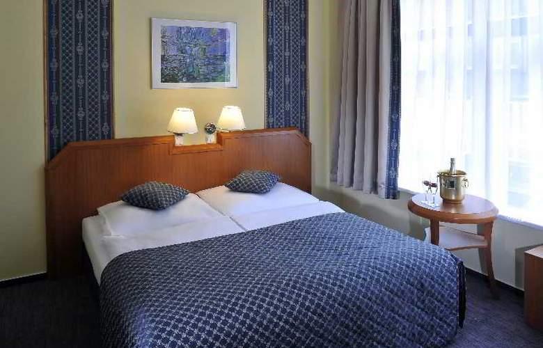 Astoria Hotel - Room - 2