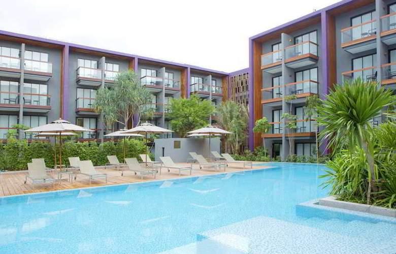 Holiday Inn Express Phuket Patong Beach Central - Pool - 10
