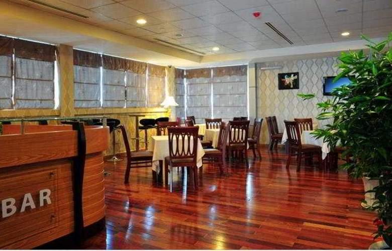 Golden Central Hotel Saigon - Bar - 6