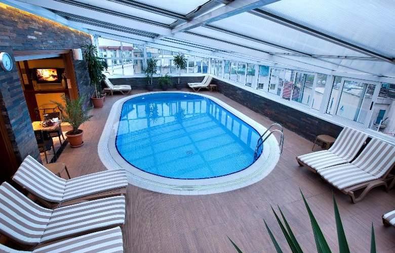 Zurich - Pool - 36