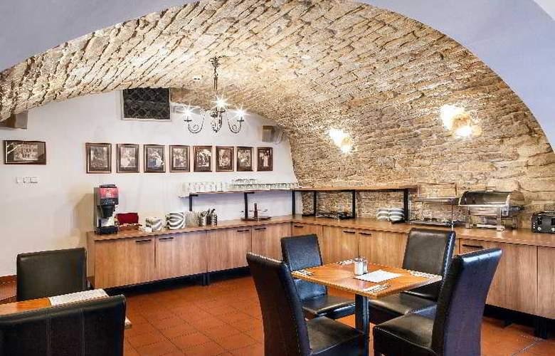 Mucha - Restaurant - 32