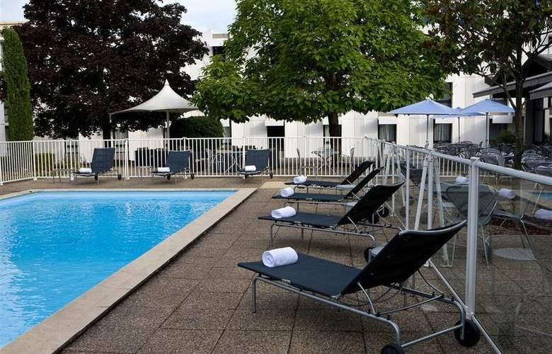 Novotel St Etienne Aéroport - Pool - 15