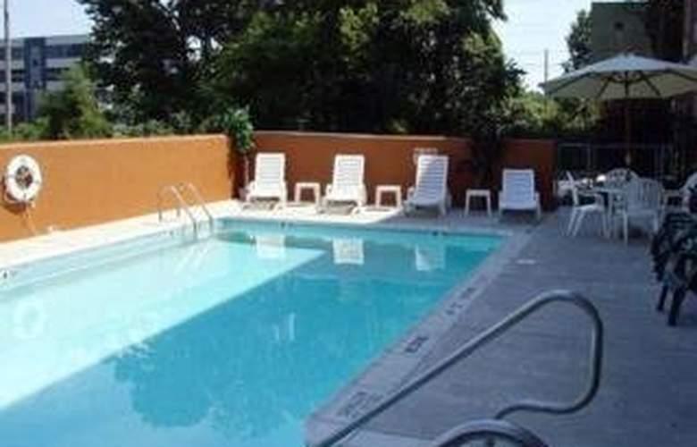 Comfort Inn Capital City - Pool - 3