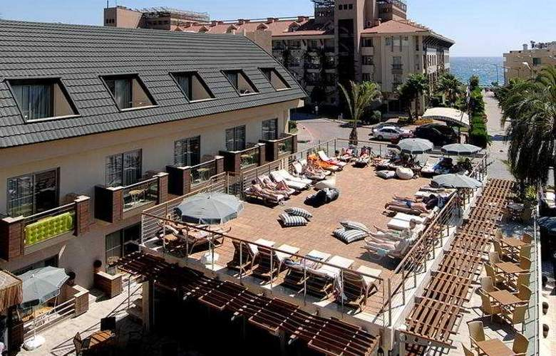 Ambassador Plaza - Terrace - 9