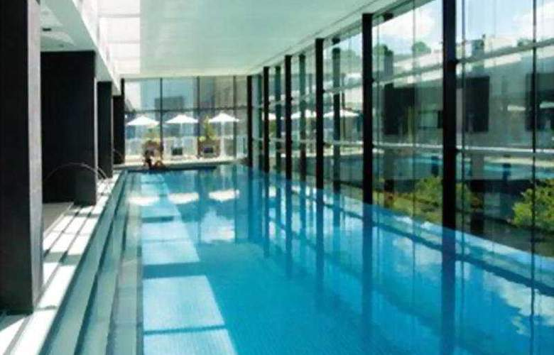 Crown Promenade - Pool - 4