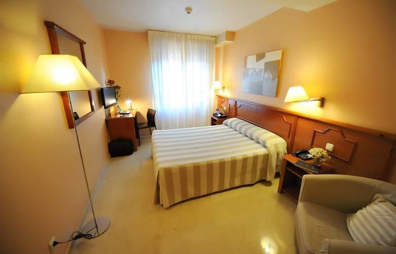 Pamplona Plaza - Room - 2