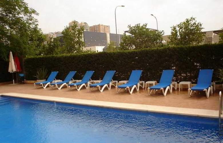 Holiday Inn Express Ciudad de las Ciencias - Pool - 6