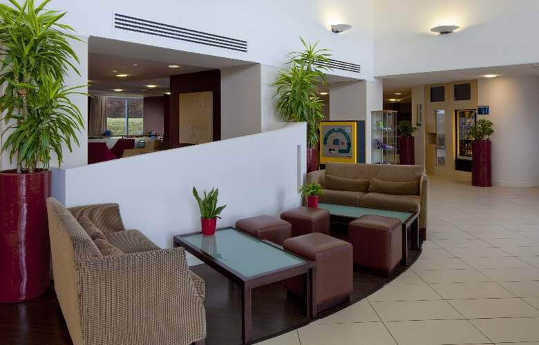 Holiday Inn Express Stansted Airport - General - 8