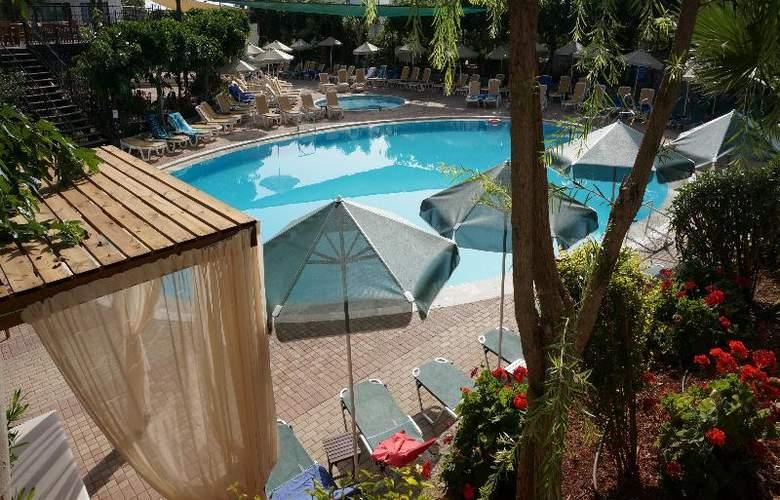 Arminda - Pool - 11