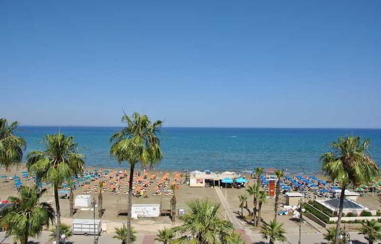 Les Palmiers - Beach - 3