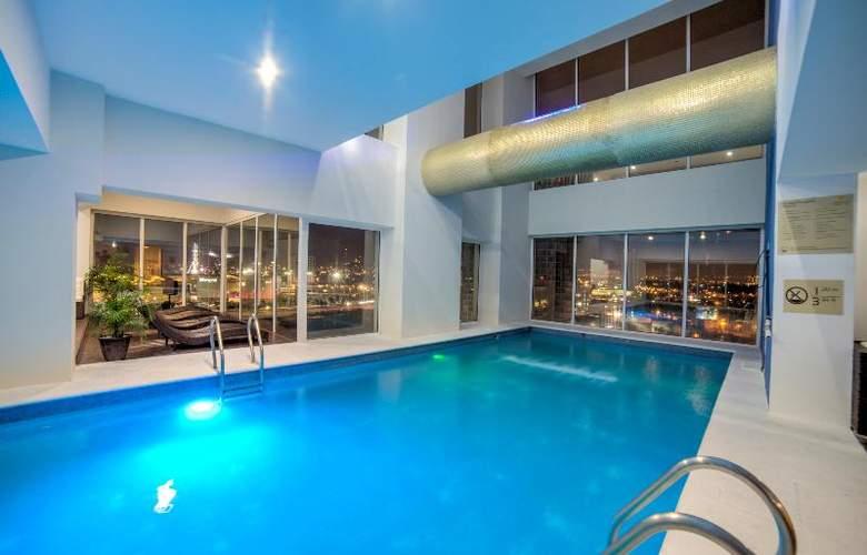 La Quinta Inn & Suites Puebla Palmas - Pool - 12