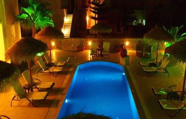 Kalya Suites - Pool - 17