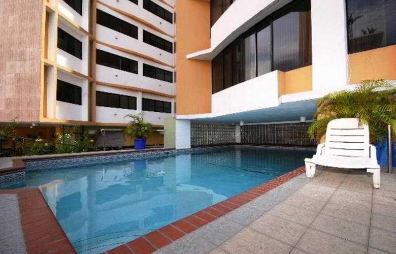 Torres de Alba Hotel & Suites - Pool - 4