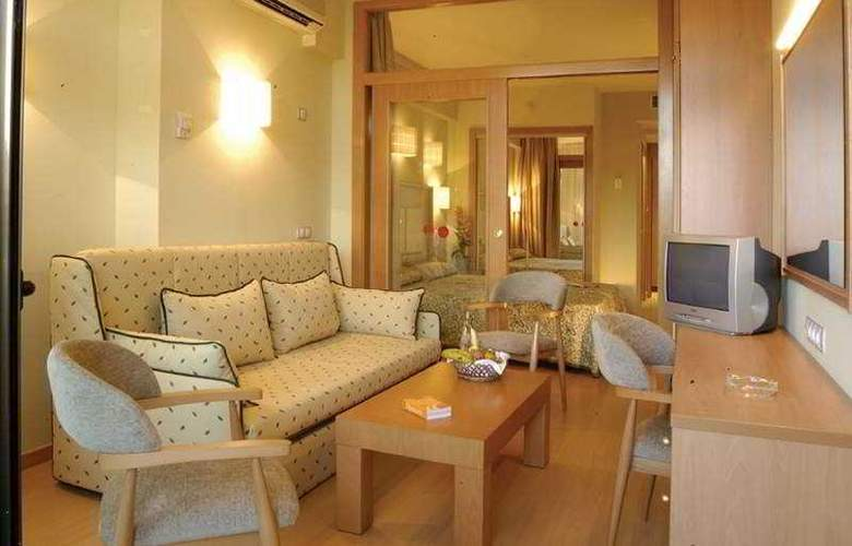 Olympic Suites - Room - 4
