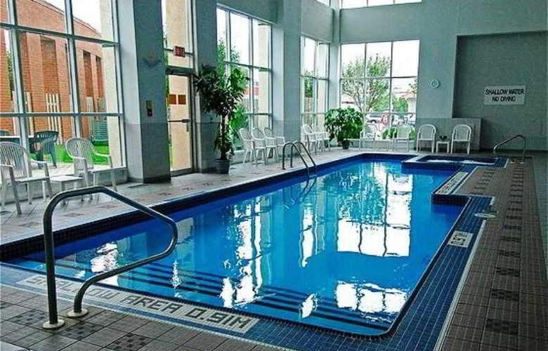 London Hotel & Suites - Pool - 7