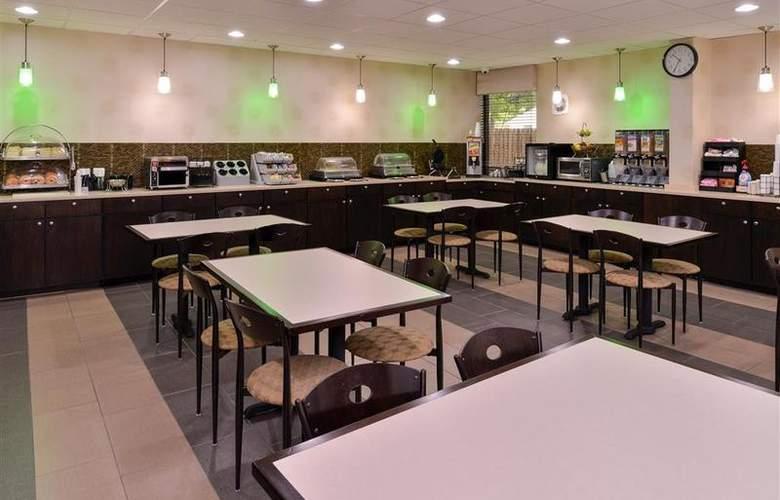 Best Western Plus Richmond Airport Hotel - Restaurant - 110