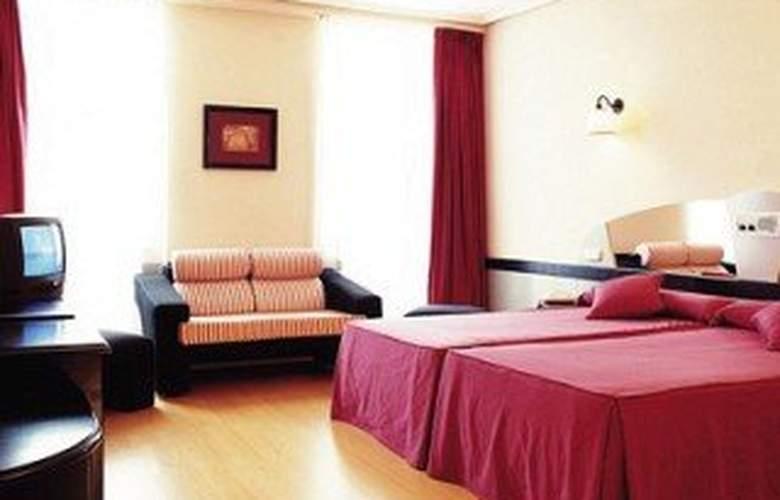 City House Torrelavega - Room - 3