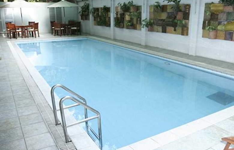 Royal Park Residence - Pool - 2