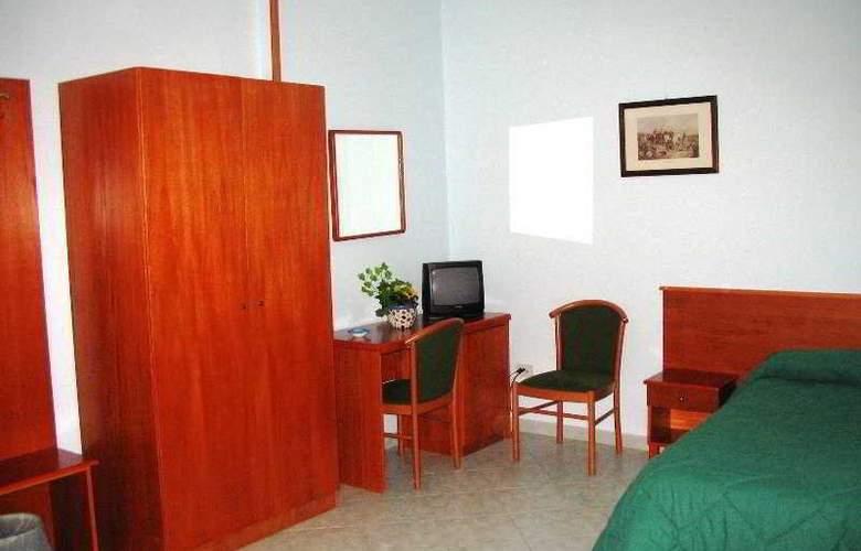 Garden Hotel - Room - 3