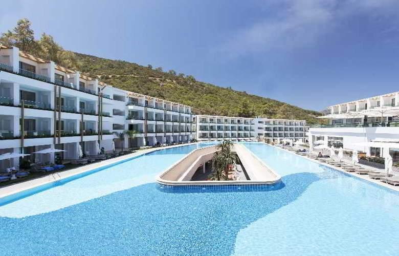 Thor Luxury Hotel & Villas - Pool - 16