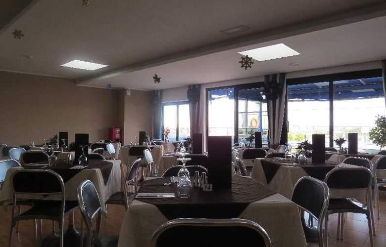 115 The Strand Suites - Restaurant - 3