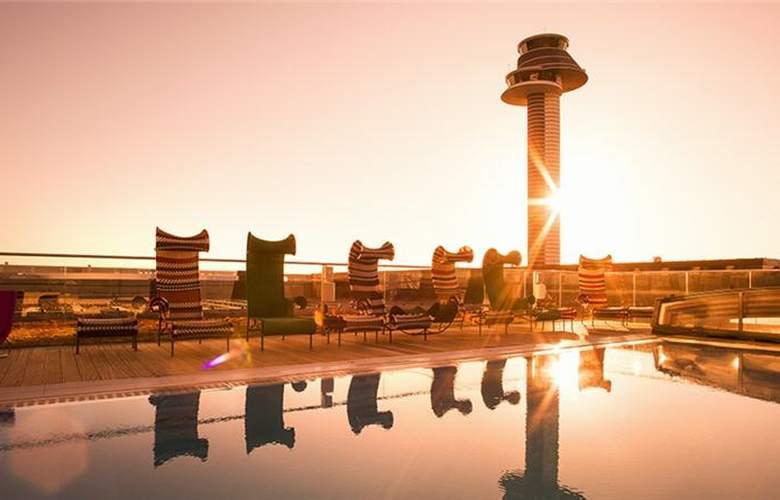 Clarion Hotel Arlanda Airport - Pool - 2