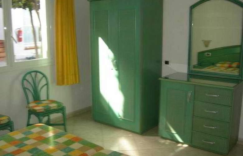 Esquinzo - Room - 2