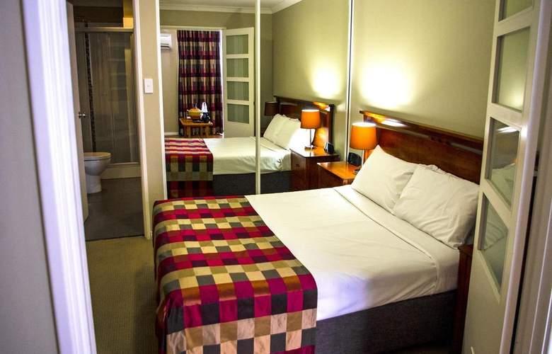Mont Clare Boutique Apartments - Room - 9