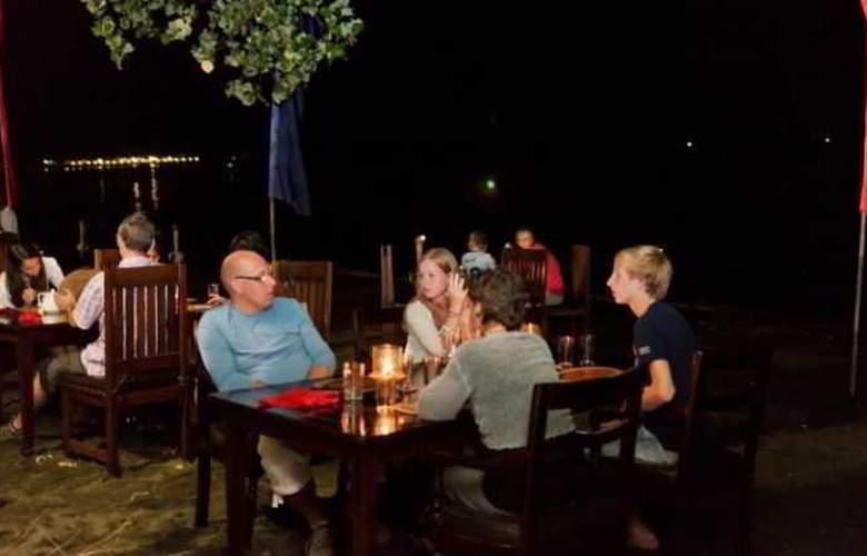 Adi Assri Beach Cottages Singaraja - Restaurant - 24