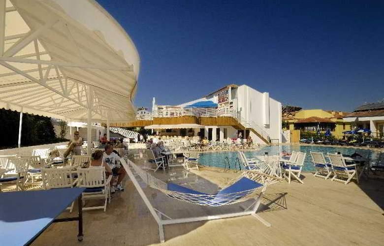 Monta Verde Hotel & Villas - Terrace - 10