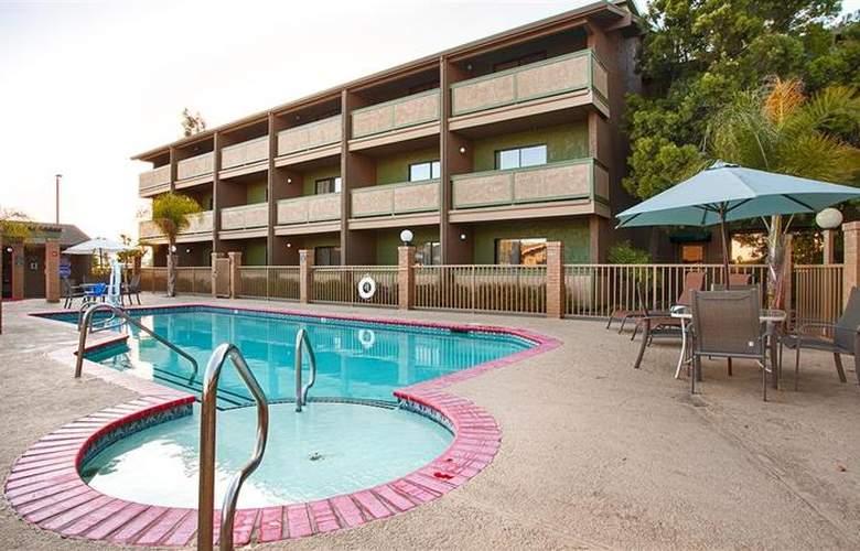 Best Western Plus Forest Park Inn - Pool - 28