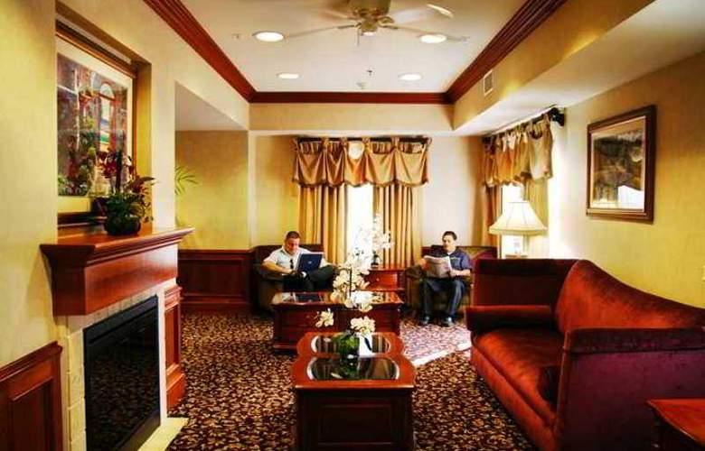 Arrowhead Inn & Suites - Hotel - 1