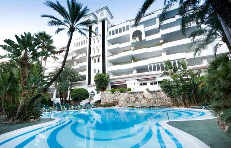 Monarque Sultan Aparthotel - Pool - 2
