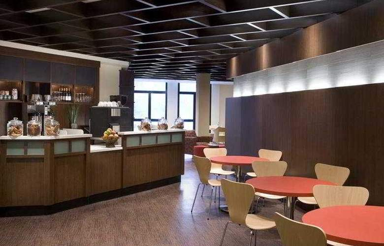 Days Hotel & Conference Center Toronto Don Valley - Bar - 5