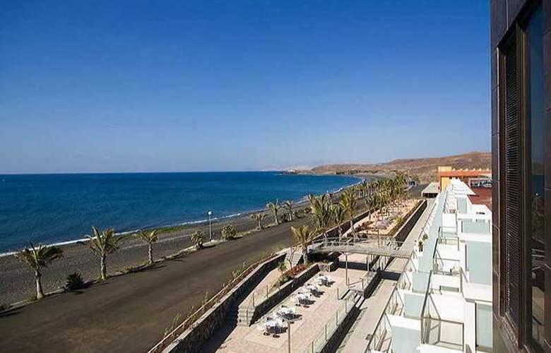 R2 Bahia Design Hotel & Spa Wellness - Beach - 6
