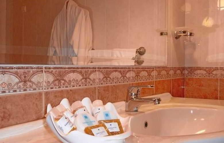 Ambassador Hotel - Room - 16