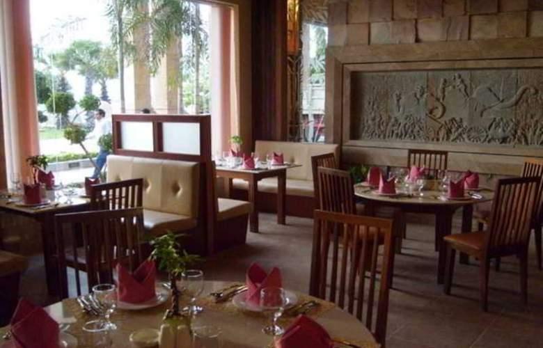 Blue River - Restaurant - 29