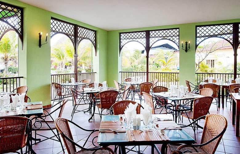 Memories Caribe Beach Resort  - Restaurant - 3