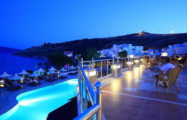 Azka Hotel - Terrace - 11