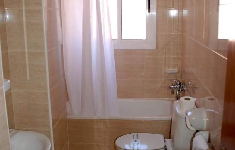 California Apartamentos - Room - 14