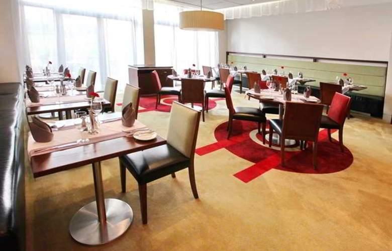 Holiday Inn Sofia - Restaurant - 63