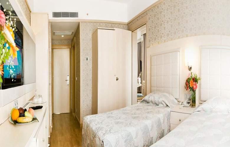 Golden Coast Resort - Room - 21