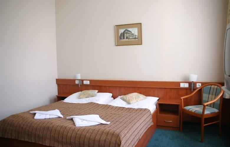 Alton Praga - Room - 10