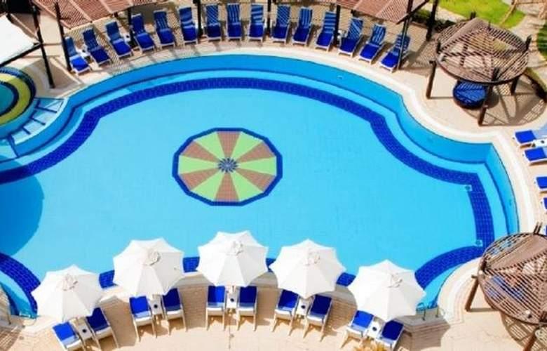 Radisson Blu - Pool - 5
