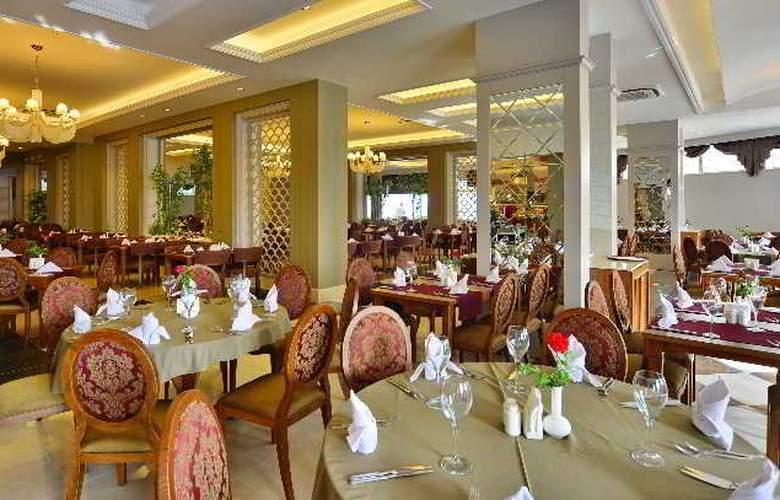 Side Crown Serenity - Restaurant - 13